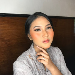 Portfolio-6-Make-up-for-graduation-Ms-Haney-Cleney-oleh-acamakeupstudio-di-HelloBeauty