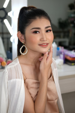 Portfolio-2-Make-up-party-oleh-Vera-Yuliana-di-HelloBeauty