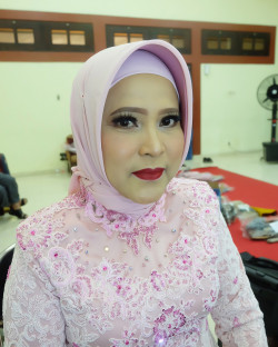 Portfolio-6-Mother-of-bride-oleh-Yuni-Iswulandari-di-HelloBeauty