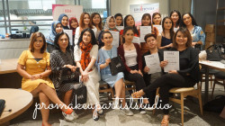 Portfolio-6-Self-makeup-class-with-Make-Over-at-Chew-Cafe-oleh-Pro-Makeupartist-Studio-di-HelloBeauty