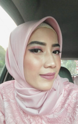 Portfolio-4-Graduation-Make-Up-by-Kak-Aliya-oleh-Renis-Misi-Andini-di-HelloBeauty