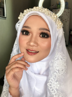 Portfolio-1-Make-up-akad-500-k-include-hijab-doo-oleh-Alviani-Nurrohmah-di-HelloBeauty