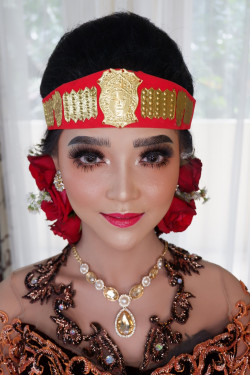 Portfolio-3-oleh-Kartika-Make-Up-di-HelloBeauty