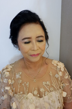Portfolio-5-Makeup-Mama-of-The-Bride-oleh-Lydia-Wirawan-di-HelloBeauty