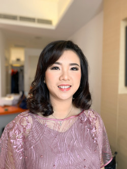 Portfolio-1-Makeup-sister-of-the-bride-oleh-Yuliana-Makeup-Atelier-di-HelloBeauty