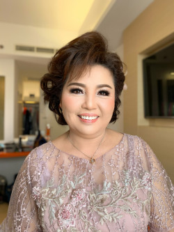 Portfolio-4-Morning-Look-Mom-of-the-groom-oleh-Yuliana-Makeup-Atelier-di-HelloBeauty