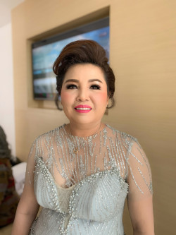 Portfolio-5-Evening-look-Mother-of-the-groom-oleh-Yuliana-Makeup-Atelier-di-HelloBeauty