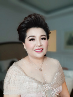 Portfolio-8-Mom-of-the-bride-oleh-Yuliana-Makeup-Atelier-di-HelloBeauty