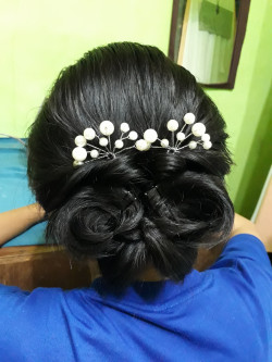 Portfolio-1-Simple-hair-do-for-partygraduation-oleh-Yayuk-Nursita-di-HelloBeauty