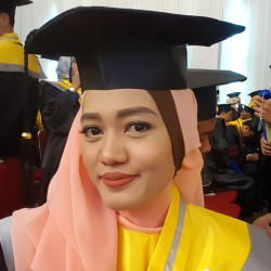 Portfolio-5-Graduation-make-up-not-too-much-highlighter-and-natural-fake-lashes-oleh-Yayuk-Nursita-di-HelloBeauty