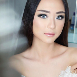 Gladys-Carlina - HelloBeauty