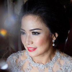 Portfolio-6-Flawless-Makeup-of-Mother-of-the-Bride-oleh-Nitafy-Makeupartist-di-HelloBeauty