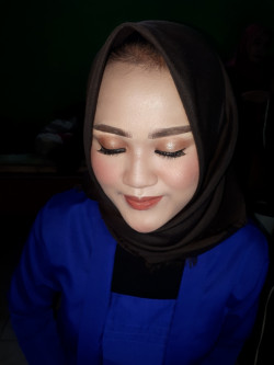 Portfolio-2-Make-up-for-engagement-oleh-Nesia-sarah-di-HelloBeauty