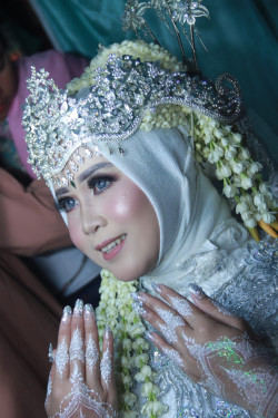 Portfolio-5-Make-up-wedding-adat-sunda-siger-for-muslimah-oleh-Nesia-sarah-di-HelloBeauty