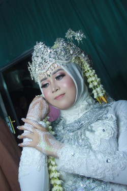 Portfolio-4-Make-up-wedding-adat-sunda-siger-for-muslimah-oleh-Nesia-sarah-di-HelloBeauty