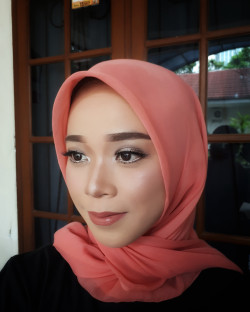 Portfolio-1-Make-up-for-graduation-oleh-Nesia-sarah-di-HelloBeauty