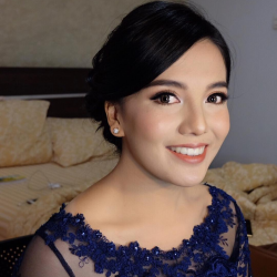 Portfolio-8-Natural-Graduation-Makeup-with-Natural-Eyebrow-oleh-Airine-Ryn-di-HelloBeauty