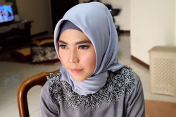 Portfolio-7-Makeup-Party-Hijab-Look-oleh-Sauzan-di-HelloBeauty