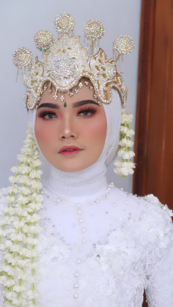 Portfolio-7-oleh-Hair-and-hijab-do-by-Bella-di-HelloBeauty