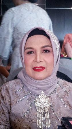 Portfolio-8-Mother-of-the-bride-oleh-Desi-Novianti-di-HelloBeauty
