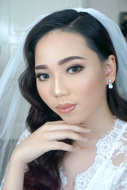 Portfolio-5-Flawless-Wedding-Make-Up-for-Dry-Skin-oleh-Missvee-Make-Up-di-HelloBeauty