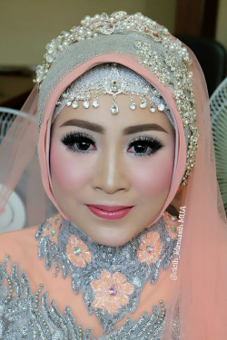 Portfolio-5-Wedding-Make-Up-oleh-Cicih-Kurniasih-di-HelloBeauty