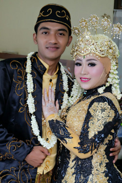 Portfolio-3-Wedding-Make-Up-oleh-Cicih-Kurniasih-di-HelloBeauty