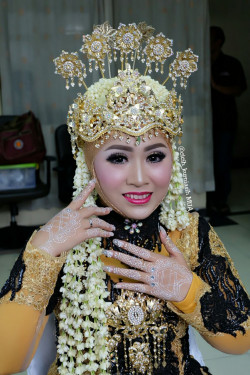 Portfolio-2-Wedding-Make-Up-oleh-Cicih-Kurniasih-di-HelloBeauty