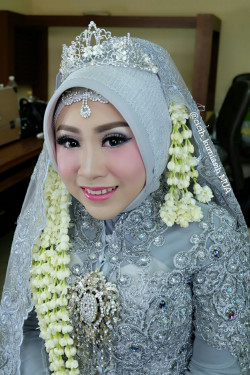 Portfolio-8-Wedding-Make-Up-oleh-Cicih-Kurniasih-di-HelloBeauty