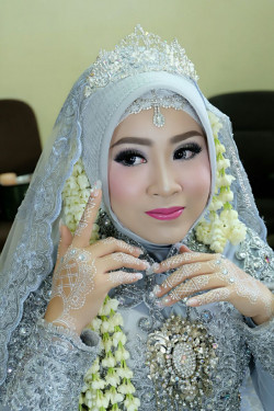 Portfolio-7-Wedding-Make-Up-oleh-Cicih-Kurniasih-di-HelloBeauty