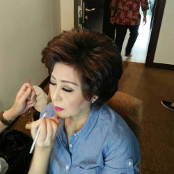 Portfolio-4-Hairdo-for-mama-of-the-bride-oleh-Calvin-Rubby-di-HelloBeauty