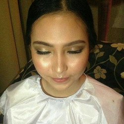 Portfolio-6-Make-Up-for-Prom-Night-SMA-46-oleh-Make-Up-With-Dara-di-HelloBeauty
