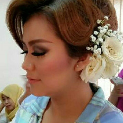 Portfolio-1-Make-Up-and-Hair-do-for-Engagement-oleh-Make-Up-With-Dara-di-HelloBeauty