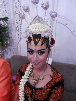 Portfolio-3-Make-Up-for-Javaness-Bride-oleh-Make-Up-With-Dara-di-HelloBeauty