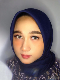 Portfolio-8-Graduation-Makeup-with-no-foundie-but-still-waterproof-anti-geser-meskipun-nangis-Make-upnya-super-ringan-dan-juga-flawless-oleh-Bia-Adzani-Make-Up-Artist-di-HelloBeauty