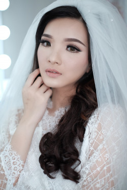 Portfolio-1-Wedding-Makeup-oleh-Donna-Liong-MakeupArtist-di-HelloBeauty