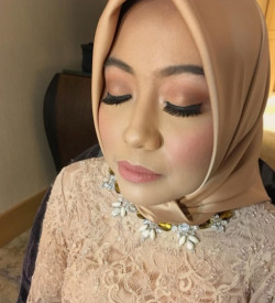 Portfolio-6-Bridesmaid-Makeup-Details-soft-Romantic-Look-oleh-Arha-Dita-di-HelloBeauty