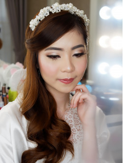 Portfolio-6-oleh-Penina-Yuliana-Make-Up-Artist-di-HelloBeauty