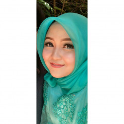 Portfolio-2-Make-Up-Graduation-oleh-Vinela-Make-Up-di-HelloBeauty
