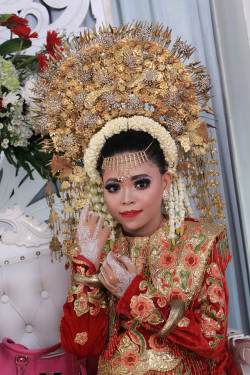 Portfolio-5-Padang-Bride-for-reseptionMakeup-dan-Attire-by-Fitria-MakeUpHairdo-Fitria-MakeUp-oleh-FitriaMakeUp-di-HelloBeauty