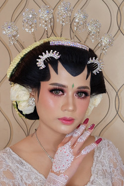 Portfolio-6-oleh-Brushed-by-Ana-MZ-di-HelloBeauty