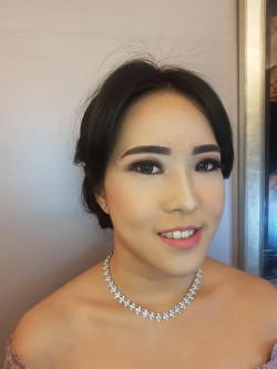 Portfolio-7-Bridesmaid-makeup-and-hairdo-oleh-Lydia-Wirawan-di-HelloBeauty