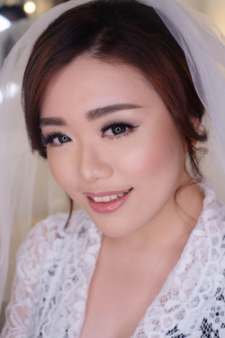Portfolio-8-Flawless-Wedding-Makeup-oleh-Lena-Wijaya-di-HelloBeauty