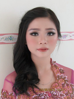 Portfolio-5-Graduation-Makeup-for-Ms-Windy-Arpin-oleh-Lena-Wijaya-di-HelloBeauty