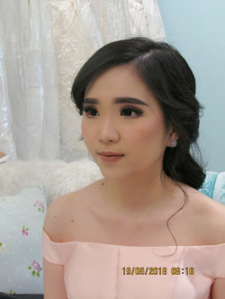 Portfolio-3-Makeup-for-Ms-Cindy-Elsye-Sister-of-The-Groom-oleh-Lena-Wijaya-di-HelloBeauty