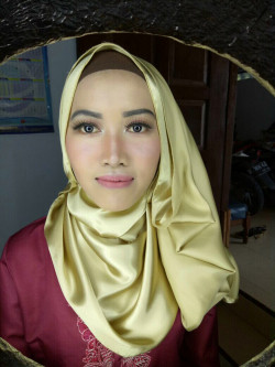 Portfolio-3-Make-up-for-gradution-Theme-natural-make-up-by-team-dysa-make-up-oleh-Shabrina-Aprilia-Charlies-di-HelloBeauty