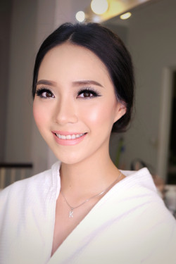 Portfolio-4-Wedding-Make-Up-and-hairdo-for-Ms-Kellyn-oleh-Angelina-Ganda-di-HelloBeauty