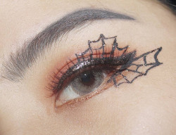 Portfolio-3-Eye-art-Makeup-for-Halloween-party-cukur-alis-Glitter-eyeliner-JD-GlowEyelash-Artisan-ProEyeliner-Silky-GirlEyeshadow-Beauty-Creations-Dengan-softlens-oleh-Ami-Wenliu-di-HelloBeauty