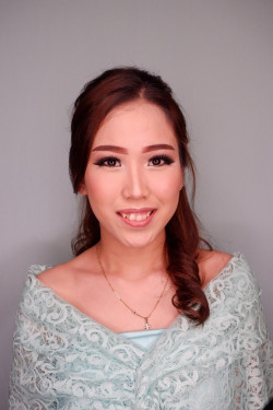 Portfolio-3-Sister-of-Bride-Make-Up-oleh-RoseentaMakeUp-di-HelloBeauty