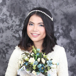 Portfolio-8-make-up-for-bridesmaid-oleh-Dwi-Utami-di-HelloBeauty